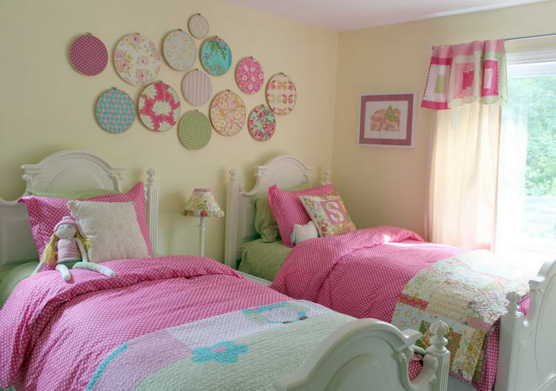 Little-Girls-Bedroom-Designs-With-Pink-Curtain